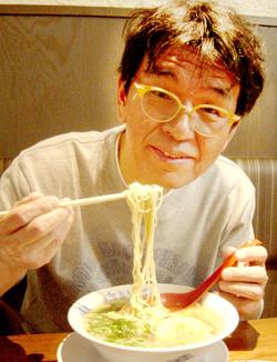 タニシラーメン食べる.jpg